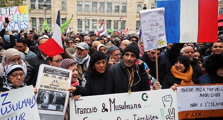 Début d'une marche controversée contre l'islamophobie à Paris