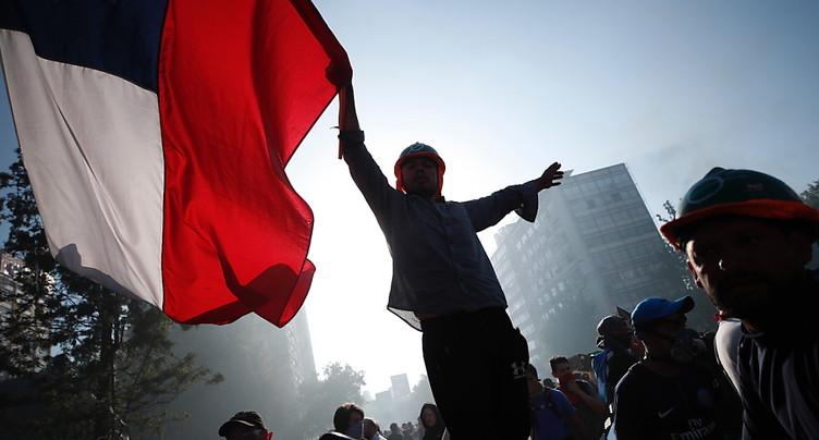 Au Chili, la mobilisation reste forte, nouvelles violences
