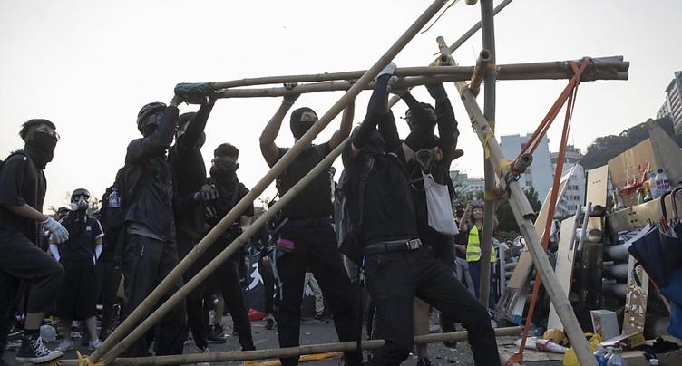 Hong Kong paralysé par des actions tous azimuts des manifestants