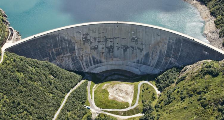 Des lacs de barrage pour exploiter l'eau des glaciers qui fondent