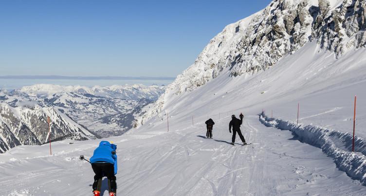 Ouverture précoce des stations de ski en Suisse grâce aux premières chutes de neige