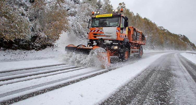 La neige abondante perturbe circulation en Rhône-Alpes