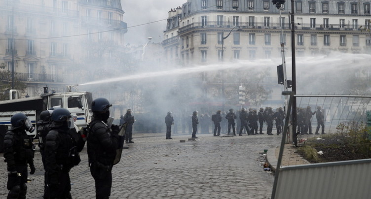 Flambées de violences à Paris pour le premier anniversaire des « gilets jaunes »