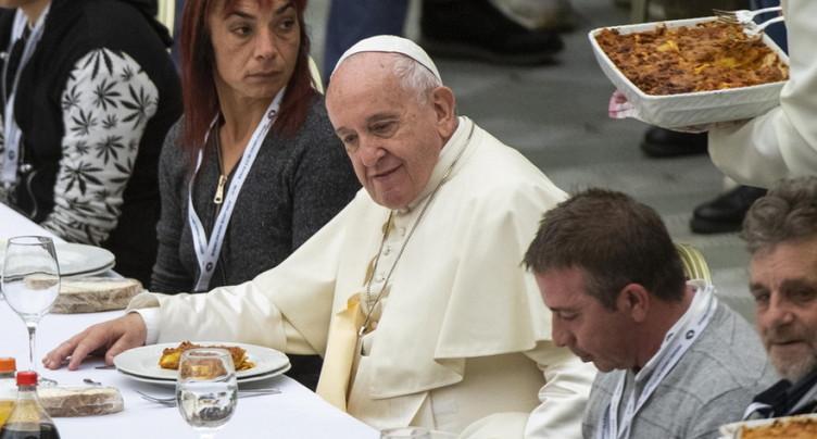 Le pape François invite à table 1500 pauvres au Vatican