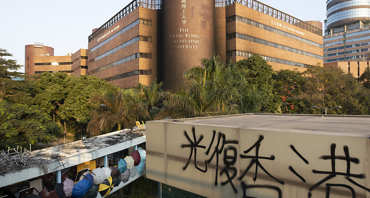Pékin critique l'interdiction du port du masque à Hong Kong
