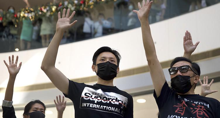 Le siège du campus persiste, passe d'armes Chine-USA en vue