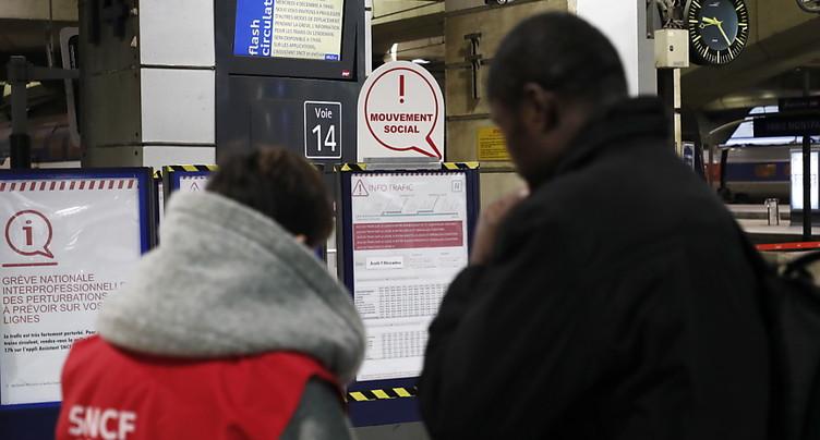 Début d'une grève géante en France visant la réforme des retraites