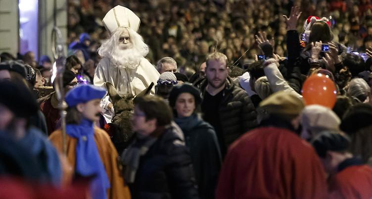 Quelque 30'000 personnes font la fête à Saint-Nicolas à Fribourg