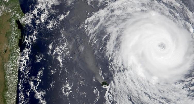 Mayotte, en alerte rouge, se prépare au passage d'un cyclone