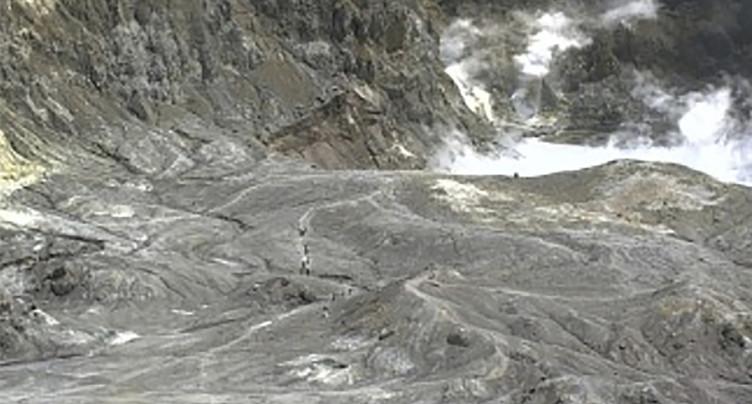 Eruption d'un volcan très fréquenté sur une île néo-zélandaise