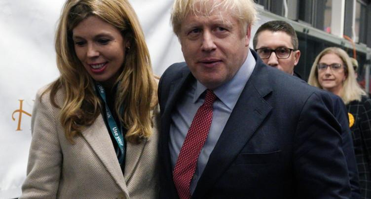 Boris Johnson obtient la majorité absolue selon un sondage