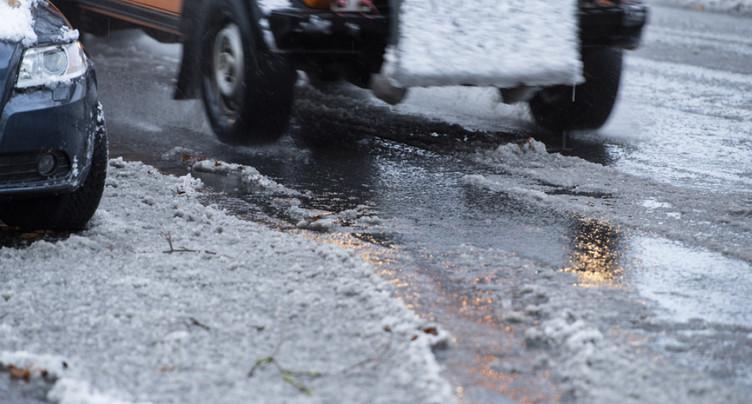 Plusieurs accidents sur les routes enneigées en Suisse ce vendredi