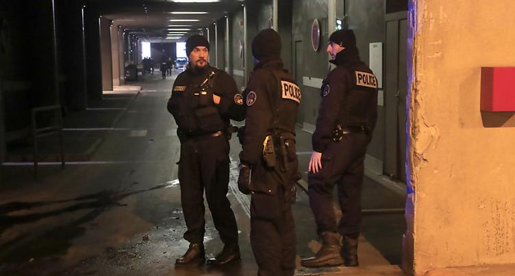 Un homme menaçant des policiers avec une arme « neutralisé » à Paris