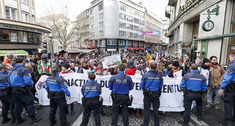Extinction Rebellion bloque la rue Centrale à Lausanne