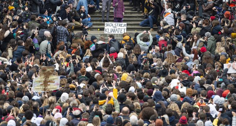 Environ 10'000 manifestants au côté de Greta Thunberg pour la Grève du climat à Lausanne