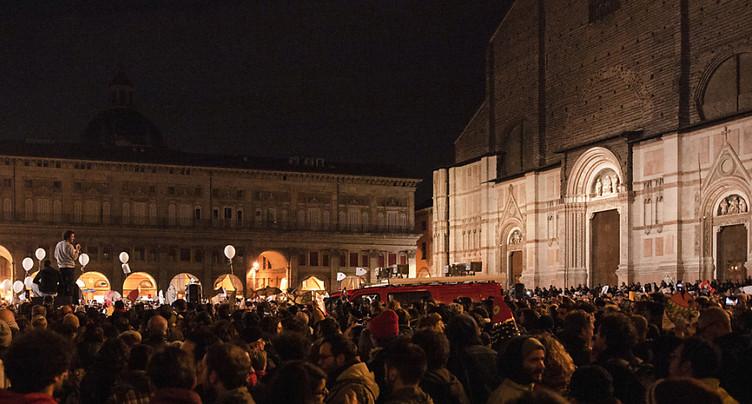 A Bologne, des « Sardines » par milliers pour faire barrage à l'extrême-droite