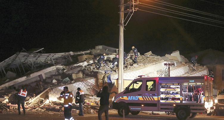 Séisme de magnitude 6.8 à l'est du pays, au moins 14 morts