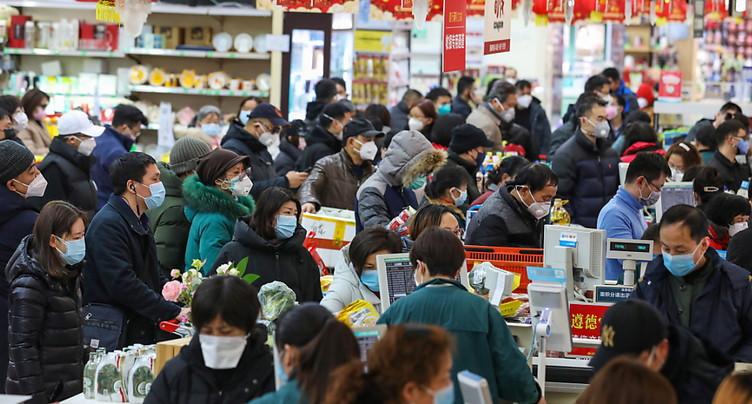 La Chine se barricade face au nouveau virus, des étrangers attendent l'évacuation