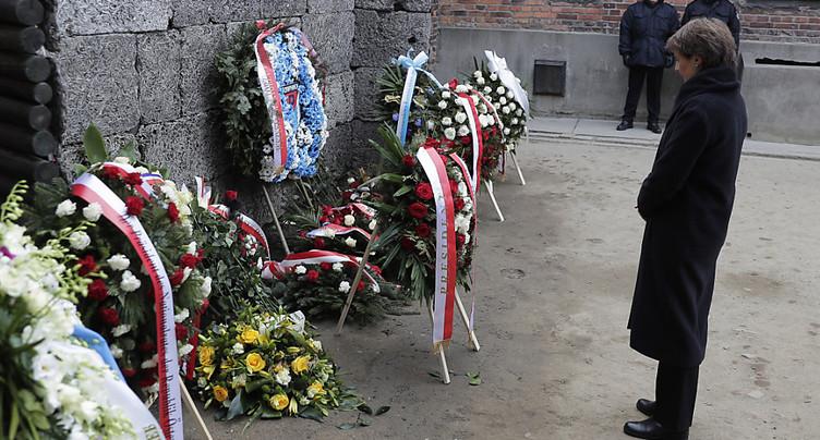 Simonetta Sommaruga à Auschwitz pour les commémorations