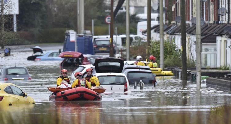« Danger de mort » au Royaume-Uni, frappé par la tempête Dennis