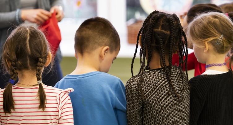 Les enfants bilingues gesticulent autrement