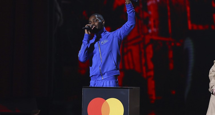 L'album engagé du rappeur Dave rafle la mise aux Brit Awards