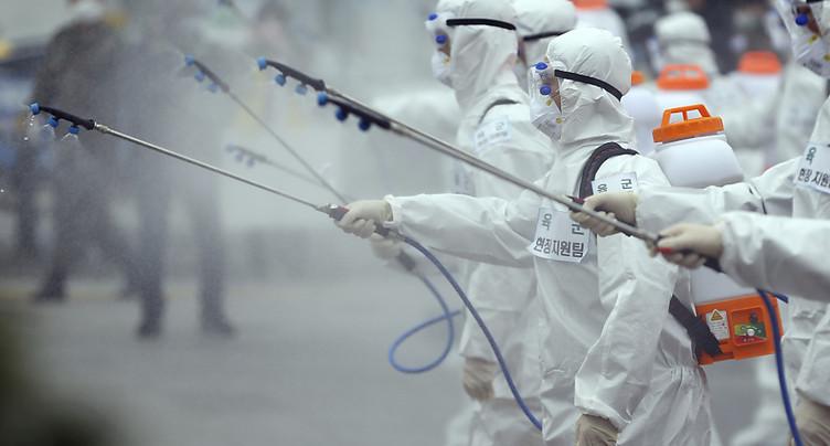 Le coronavirus continue de se propager et déstabilise l'économie