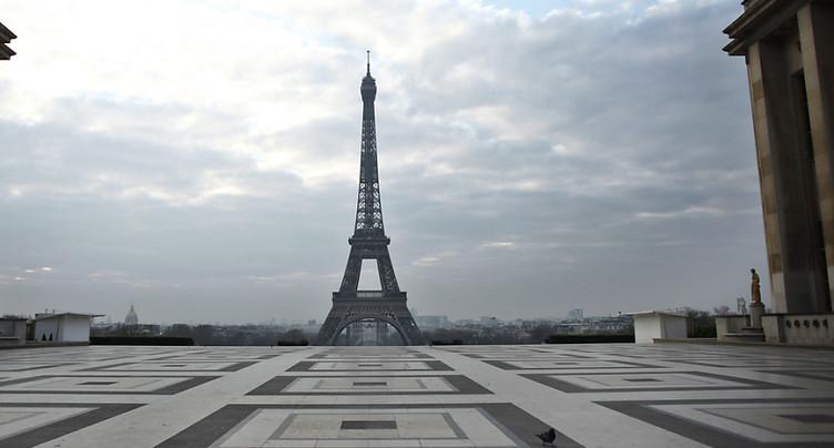 Hommage de la Tour Eiffel tous les soirs aux personnes mobilisées