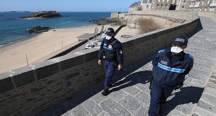 France: les grands moyens pour éviter les départs en vacances