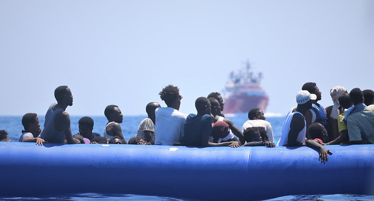 Migrants: les ONG critiquent la fermeture des ports en Italie