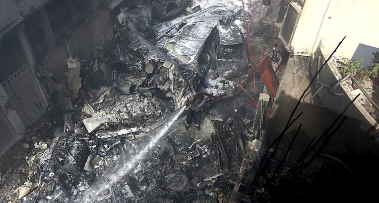 Au moins 80 morts dans l'accident d'un avion de ligne à Karachi