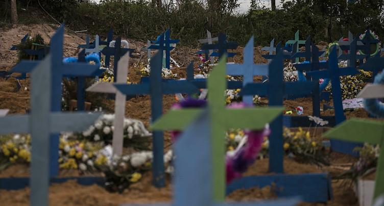 Plus de 1000 morts aux Etats-Unis et au Brésil, l'Europe se rouvre