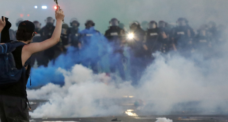 Etats-Unis sous haute tension, couvre-feu dans plusieurs