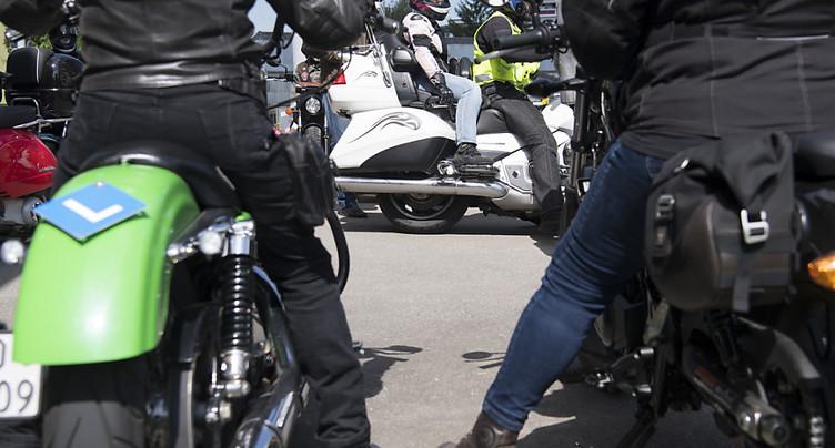 Plusieurs accidents de deux-roues en Suisse romande, dont un mortel