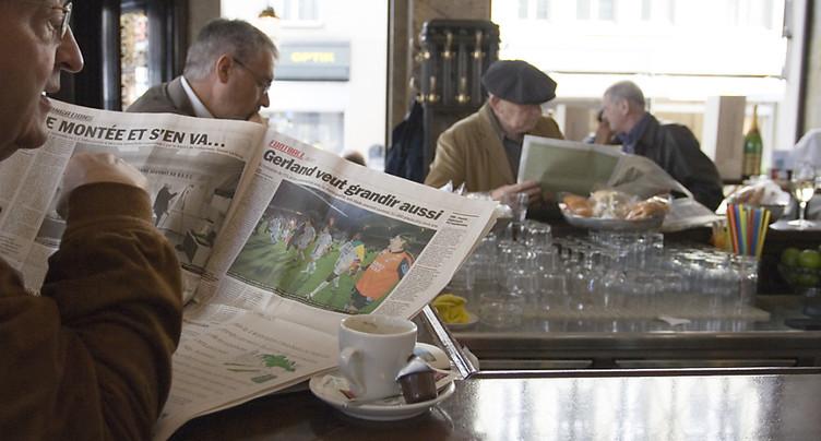 Lire le journal au bistrot est à nouveau permis
