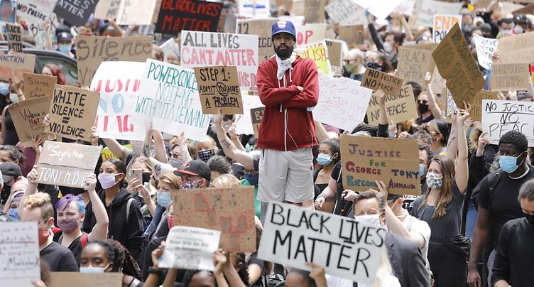 Noir tué à Minneapolis mort à cause de la « pression sur son cou »