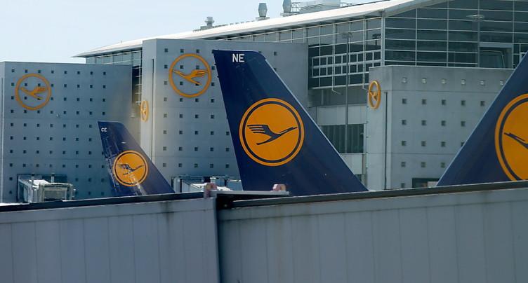 Lufthansa, en perte, s'attend à une « lente » reprise de la demande
