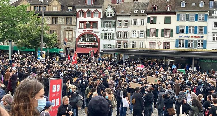 Près de 2000 manifestants protestent contre le racisme à Bâle