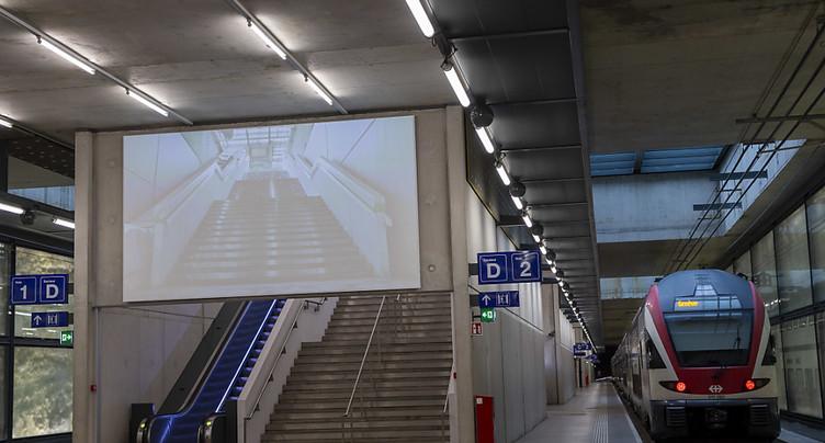 Les stations du Léman Express diffusent des oeuvres audiovisuelles