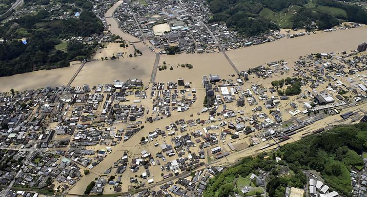 Des pluies diluviennes font au moins 18 morts au Japon