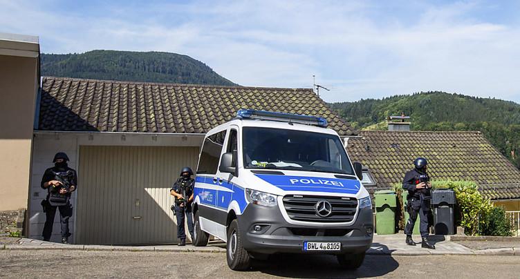 Des centaines de policiers recherchent un fugitif armé à Oppenau