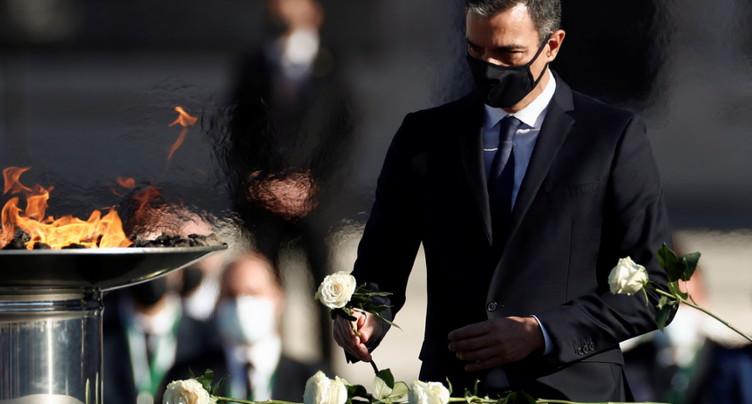 L'Espagne rend hommage aux morts, Londres accuse Moscou
