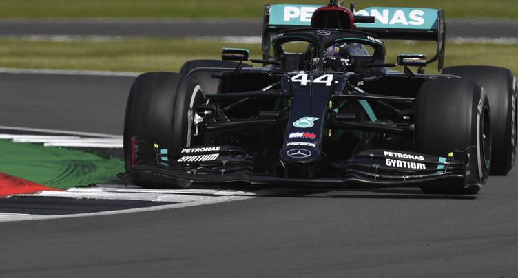 GP de Grande-Bretagne: Hamilton gagne sur trois roues