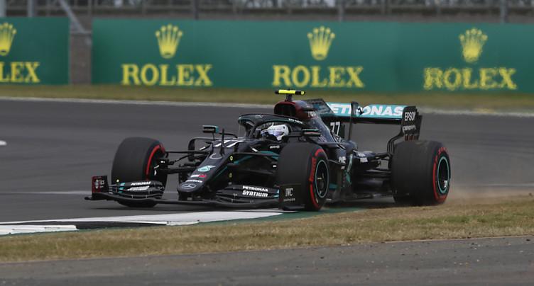 Bottas bat Hamilton pour la pole