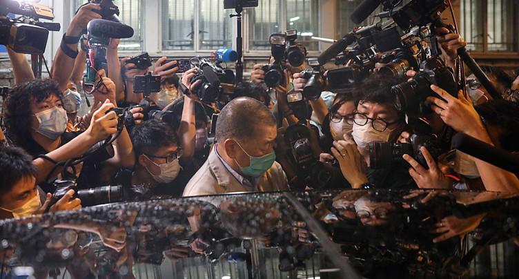 Les Hongkongais se ruent sur un tabloïd, son patron libéré