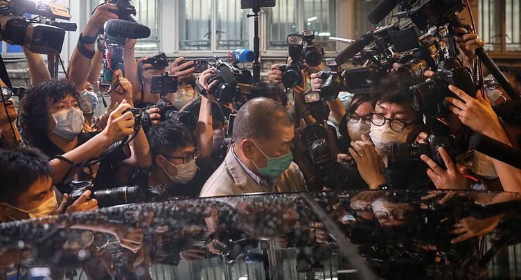 Hong Kong: Libéré, Jimmy Lai dit à ses journalistes de continuer à « se battre »