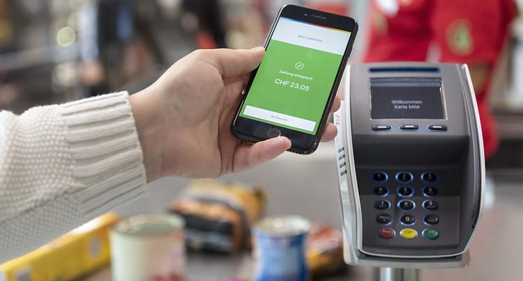 La crise dope l'utilisation des cartes bancaires et du smartphone