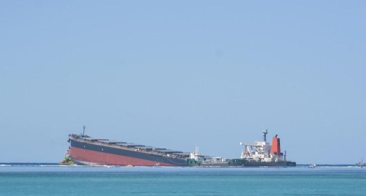 Le navire échoué sur les côtes de l'île Maurice sur le point de se briser