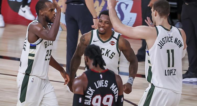 Milwaukee réduit l'écart contre Miami