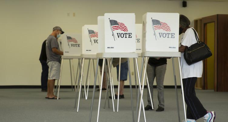 Premières foules dans les bureaux de vote américains